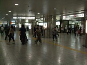 都営新宿線改札付近の様子です