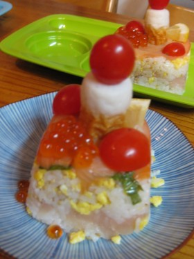 押し寿司のケーキ風です